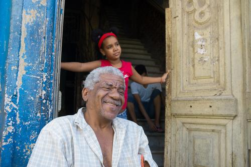 Cuba_151-Man_Granddaughter-1003683